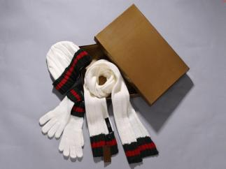 Finally, a use for that hat/glove gift set that you always get for Christmas!